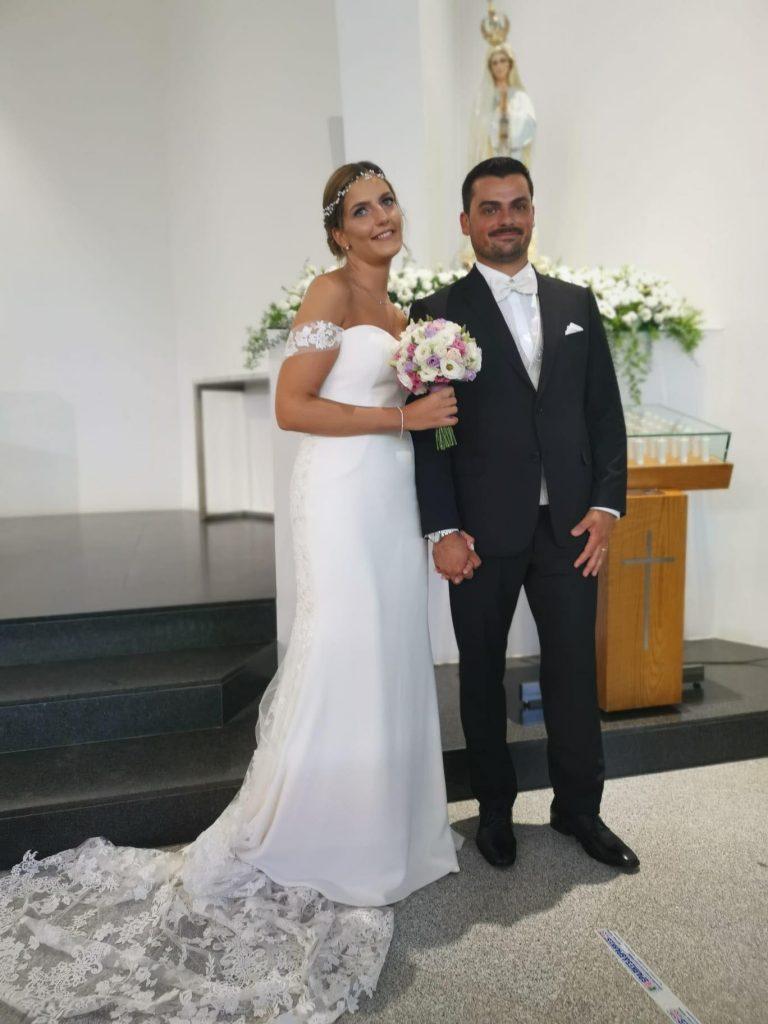 casal na igreja