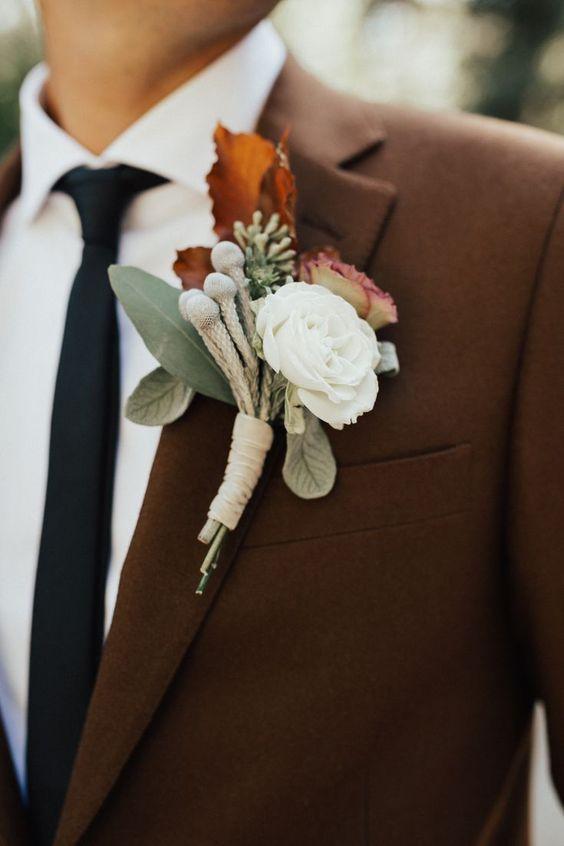 Fato do noivo em Castanho