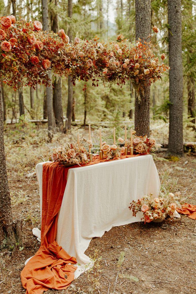 Mesa para casamento de Outono em tons laranja