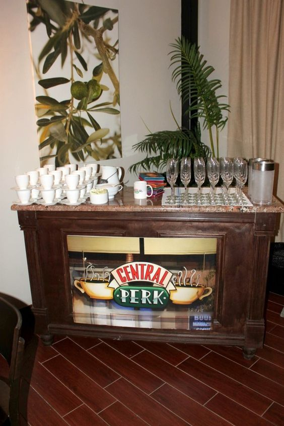 Mesa de Bebidas de Café Central Perk