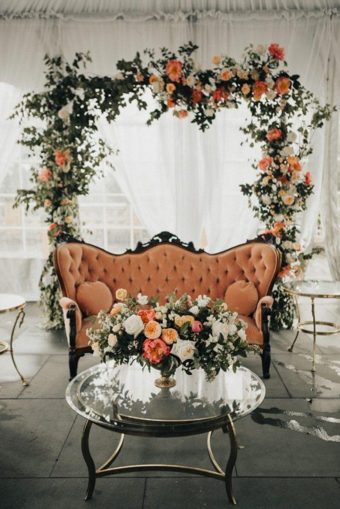 Cenário de Casamento de Outono em Tons Laranja