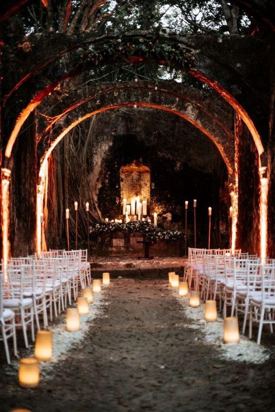 Cerimónia de Halloween com velas