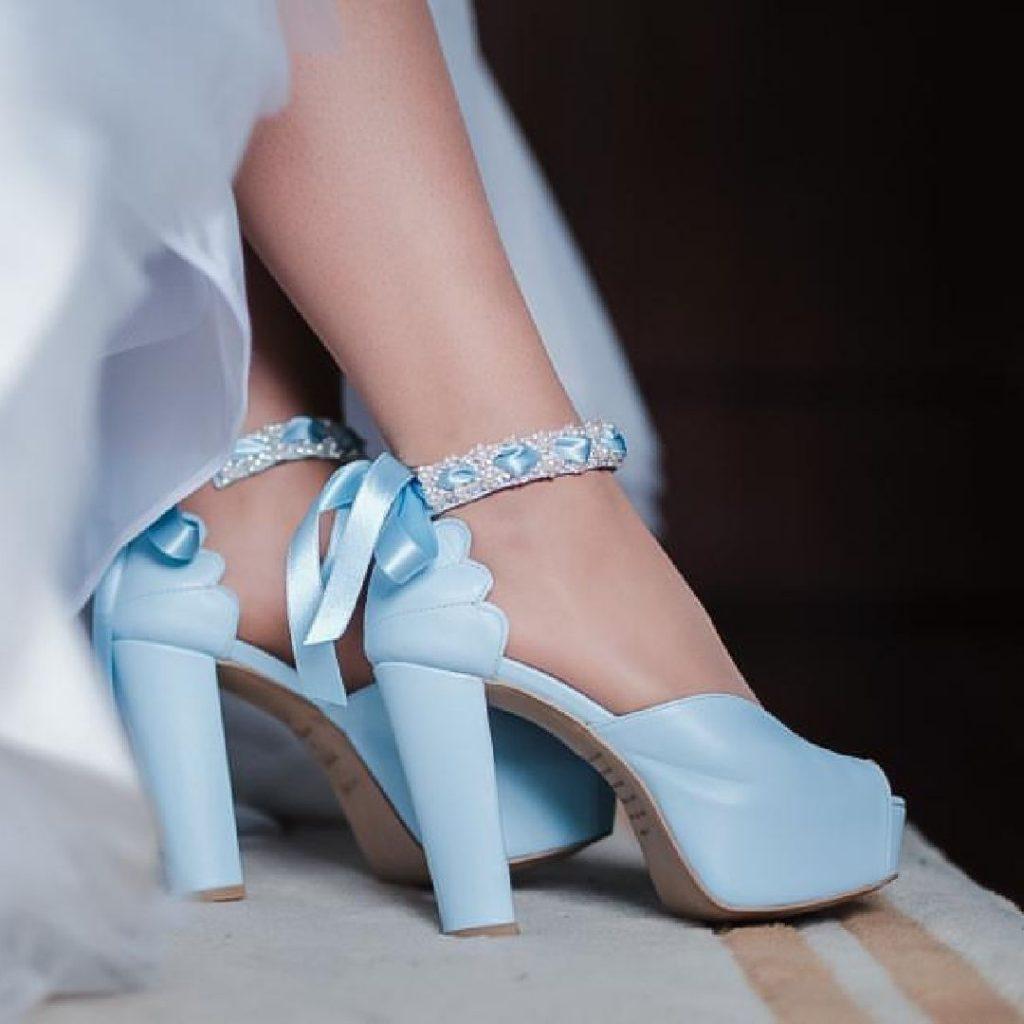 Sapatos de noiva em azul