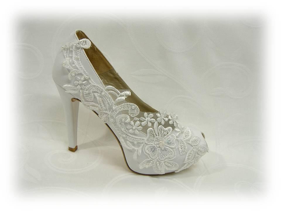 Sapatos de noiva rendados
