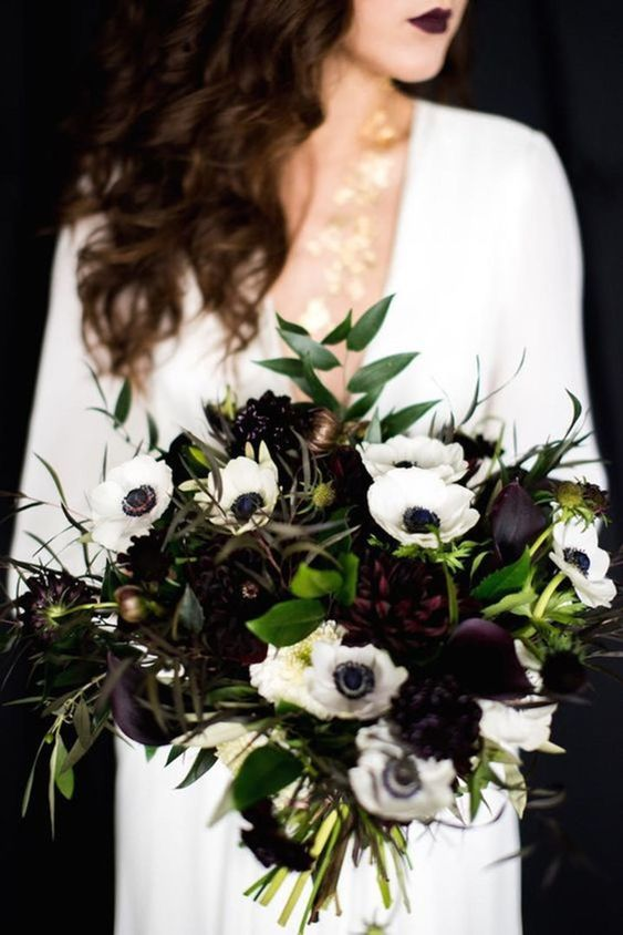 Bouquet em tons de preto para casamento de Halloween