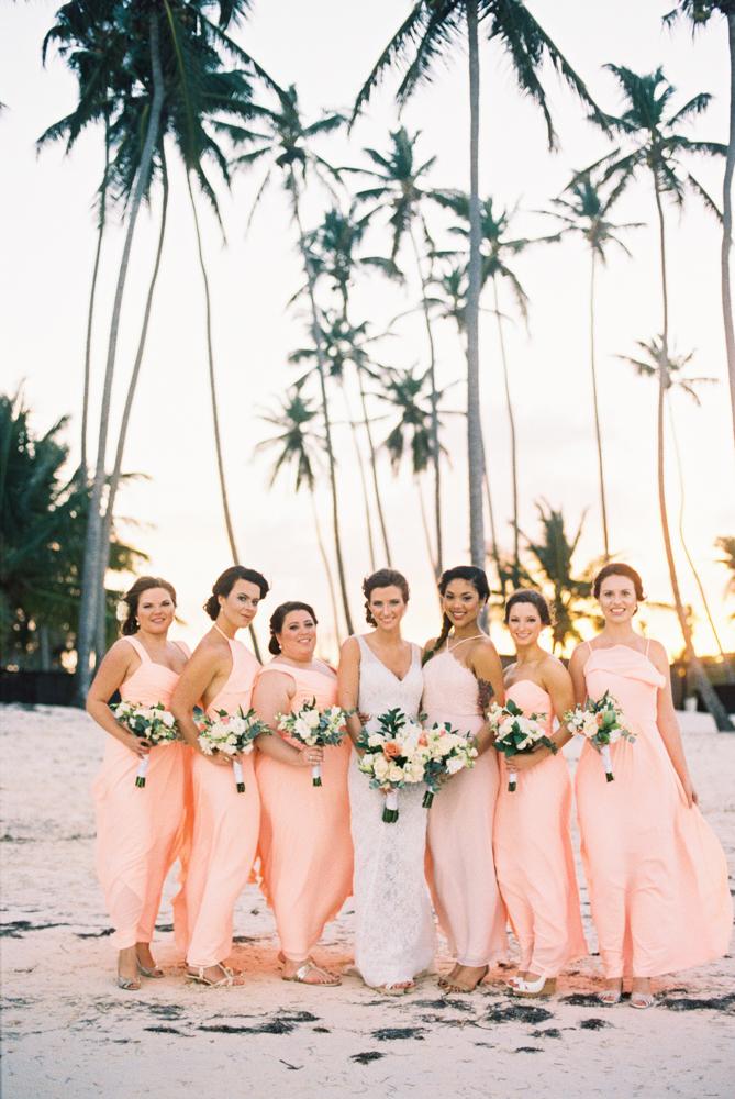 vestidos de damas-de-honor em pêssego