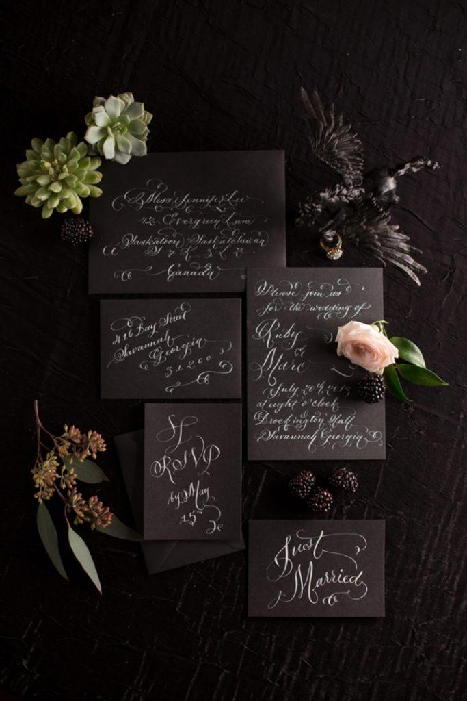 Convite em preto para casamento de Halloween