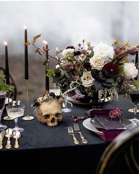Decoração de Halloween para casamento com caveiras