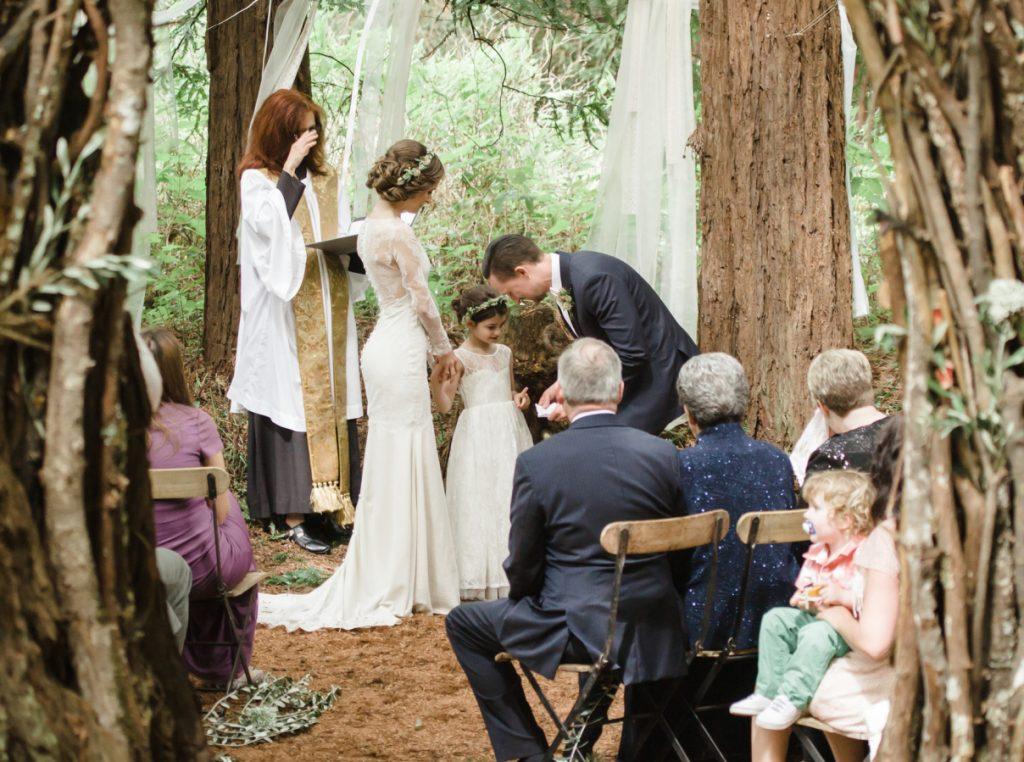 noiva com a filha na cerimonia de casamento