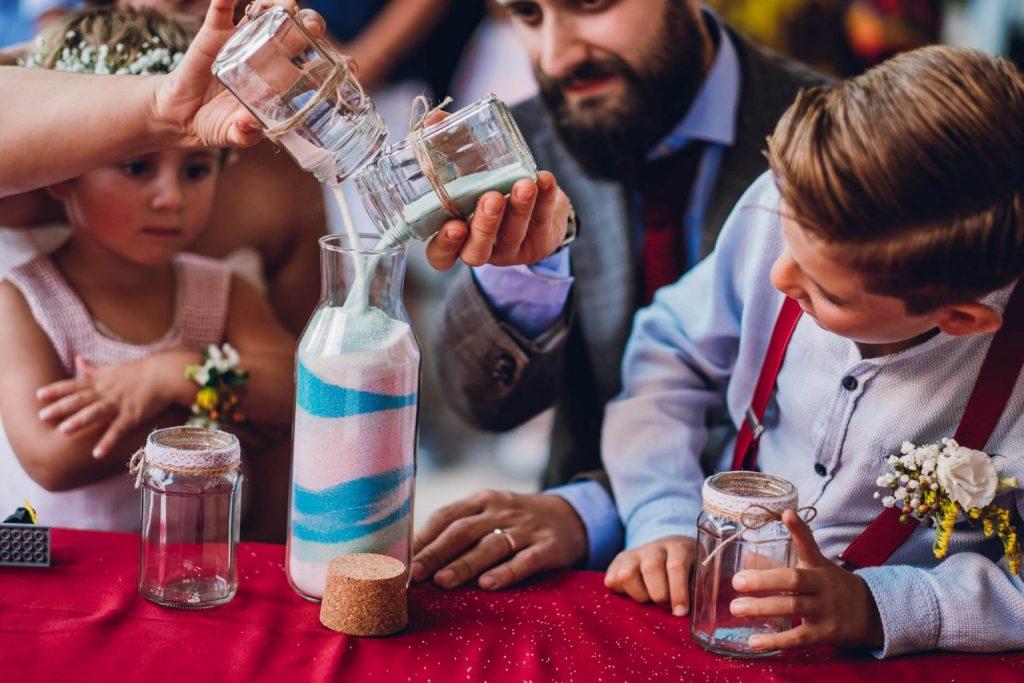 cerimonia das areias com os filhos