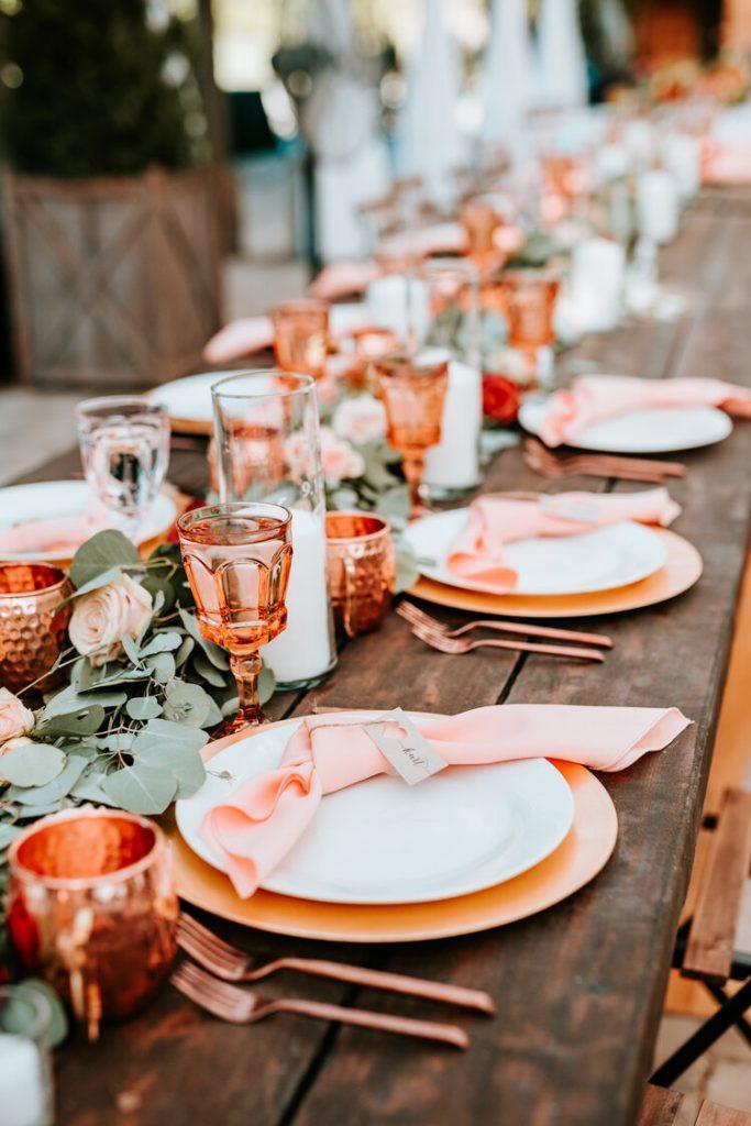 Mesas de casamento em tons laranja
