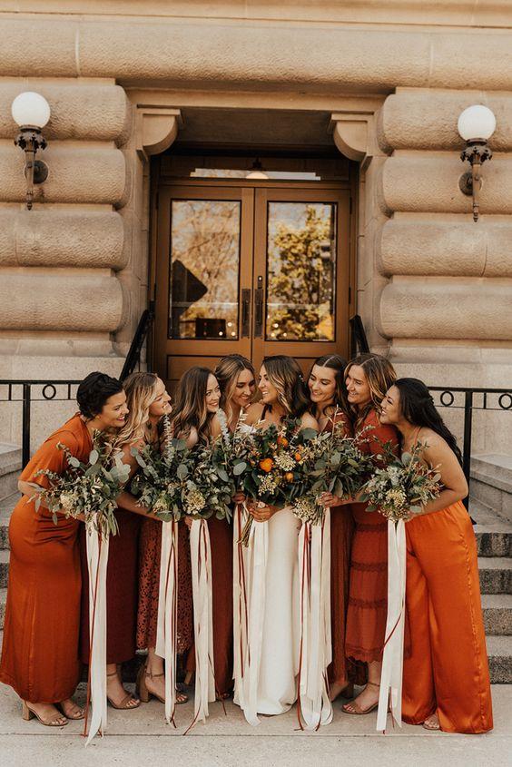 Damas-de-honor em laranja